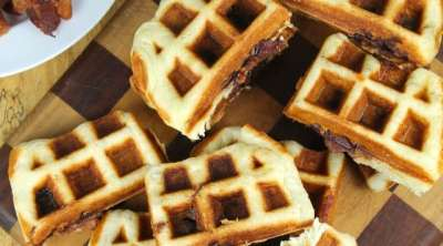 Apple Butter and Bacon Stuffed Waffles are a super easy breakfast for on the go mornings! Recipe from Miss in the Kitchen #AppleButterSpin