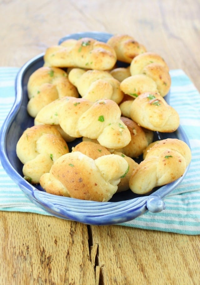 Recipe White Cheddar Garlic Knots from Miss in the Kitchen