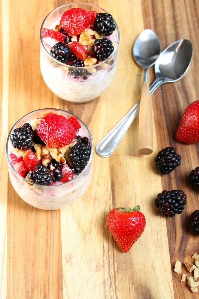 Overnight Oats with Berries and Walnuts from missinthekitchen.com