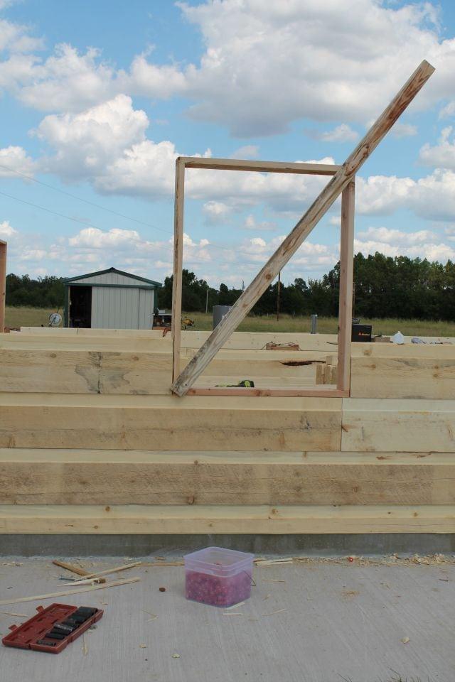 window box bracing for log cabin  missinthekitchen #LogCabinSaturday