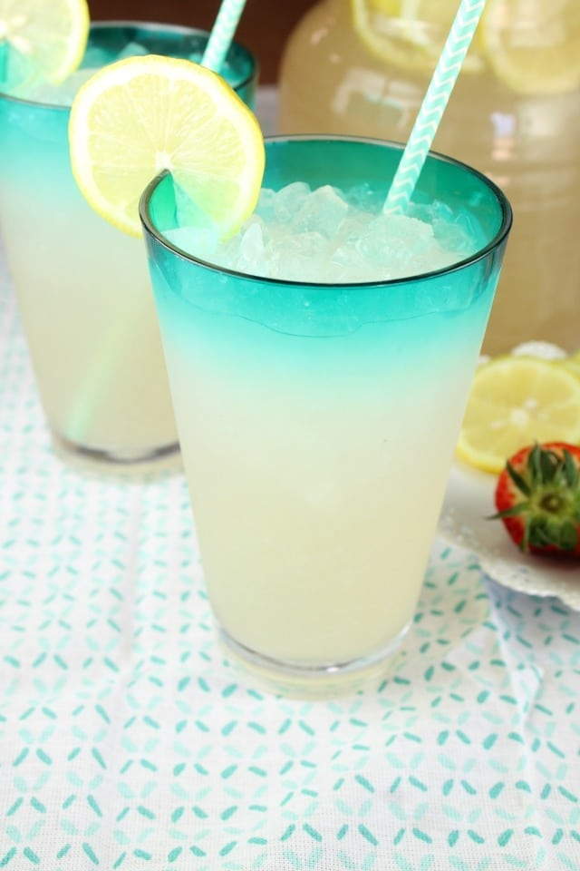 Sarasota Lemonade Recipe ~ the perfect party cocktail from MissintheKitchen.com