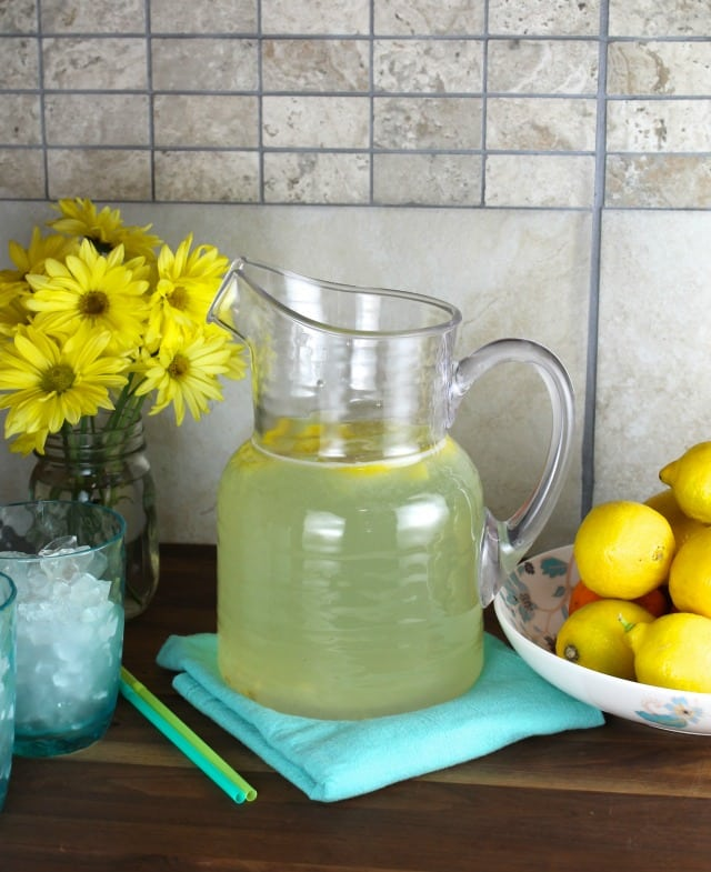 Classic Homemade Lemonade from MissintheKitchen.com