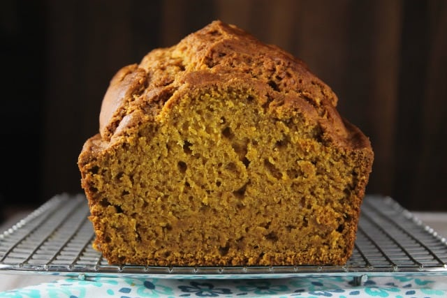 Easy Pumpkin Bread Recipe ~ delicious fall treat from MissintheKitchen.com