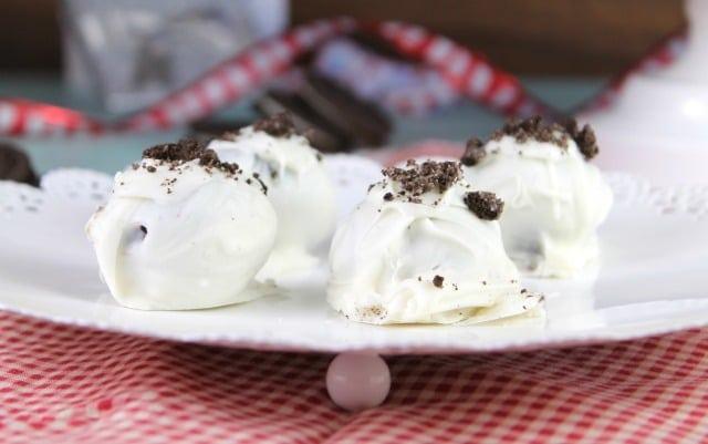 OREO Cookie Balls recipe for the holcomidays ~ MissintheKitchen