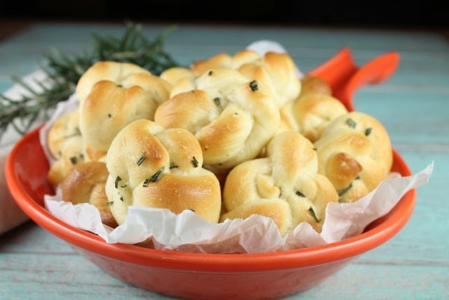 Quick Rosemary Garlic Knots ~ MissintheKitchen