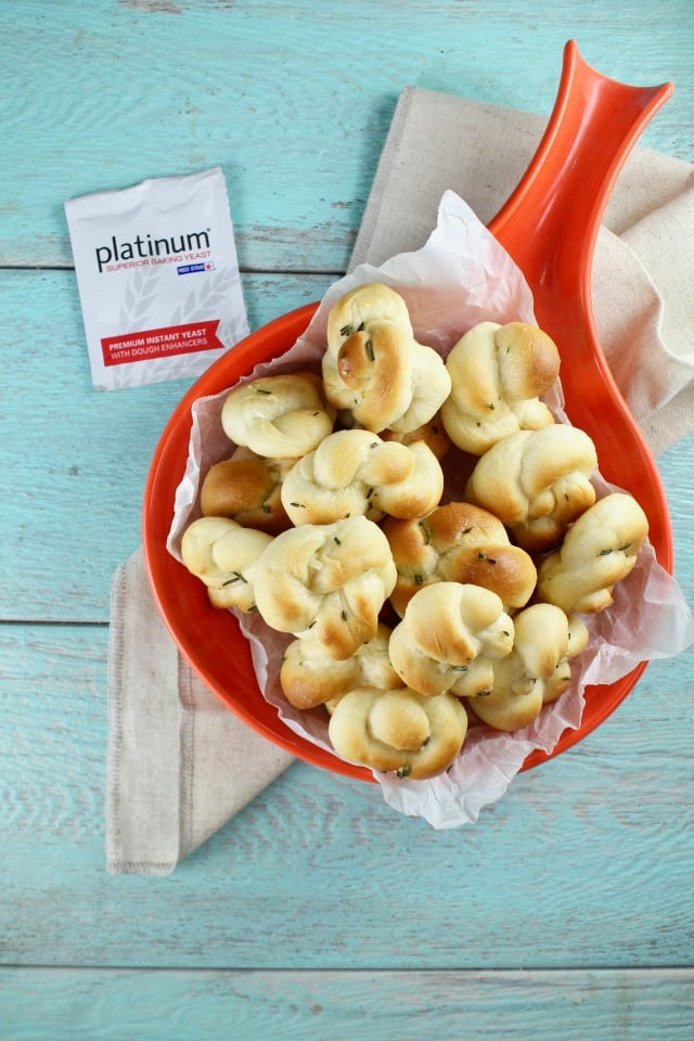 Quick Rosemary Garlic Knots Recipe with Red Star Yeast | MissintheKitchen.com #ad