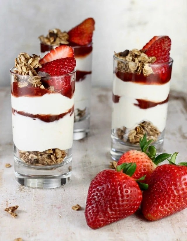 Easy Breakfast ~ No Bake Strawberry Cheesecake Breakfast Parfaits Recipe ~ MissintheKitchen.com #ad