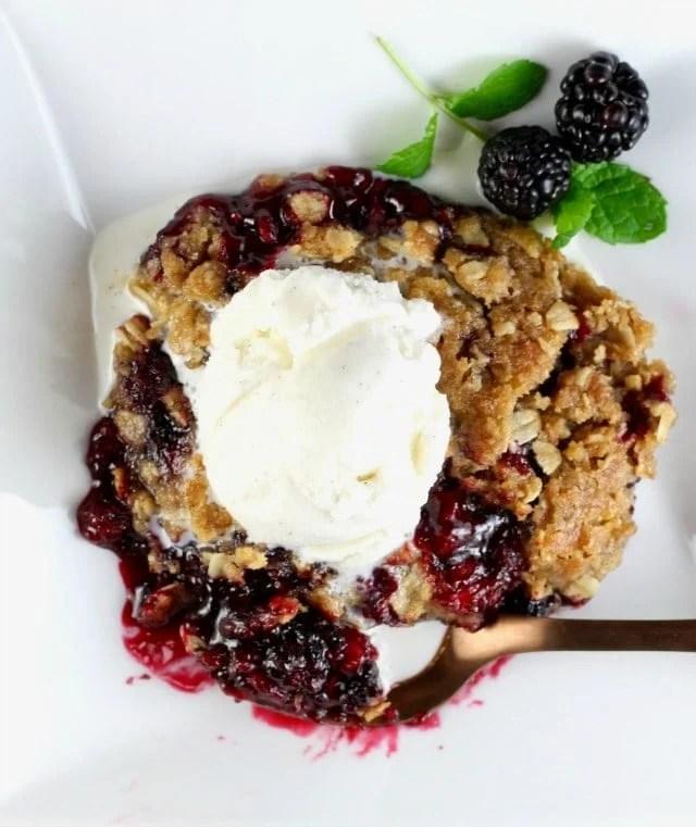 Easy Blackberry Crisp Recipe with Vanilla Ice Cream ~ MissintheKitchen.com