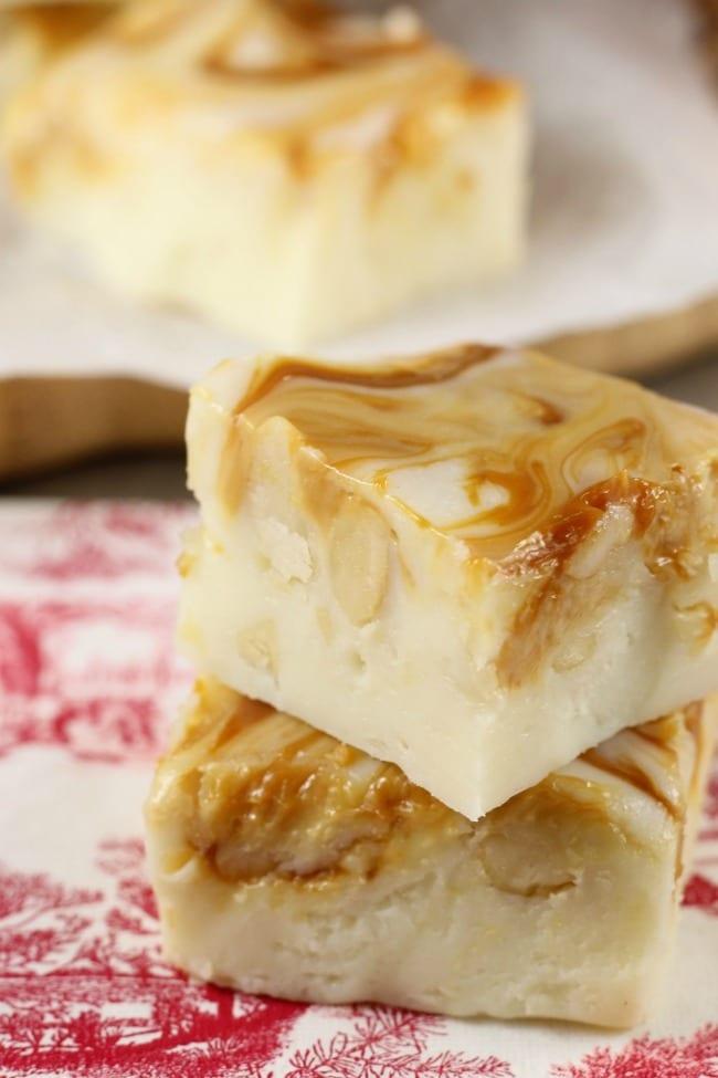 White Chocolate Caramel Macadamia Nut Fudge Recipe for the holidays from MissintheKitchen.com #recipe #fudge #macadamianuts