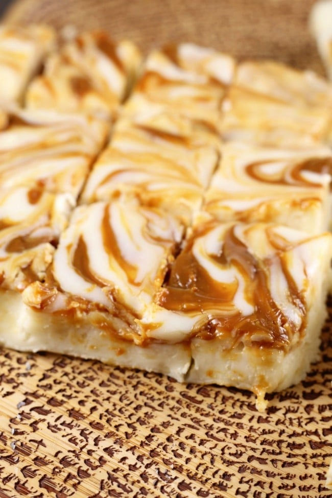 White Chocolate Caramel Macadamia Nut Fudge Recipe makes a great homemade gift for the holidays! Recipe from MissintheKitchen.com #recipe #fudge #christmas #macadamianuts