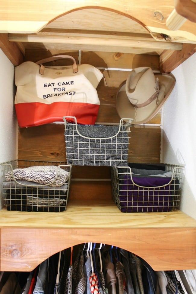 Wire Storage Baskets ~ Closet Organization Tips ~ MissintheKitchen.com