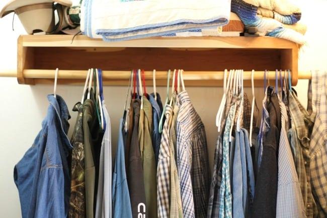 Easy Closet Organization Tips from Missinthekitchen.com
