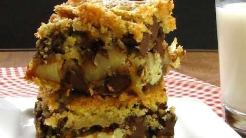 Chocolate Chip Turtle Cookie Bars