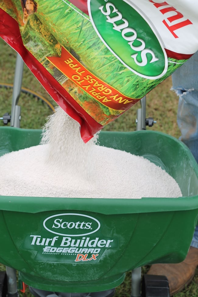 Tips for Fall Lawn Care ~ Scotts Turf Builder Winterguard Fall Lawn Food