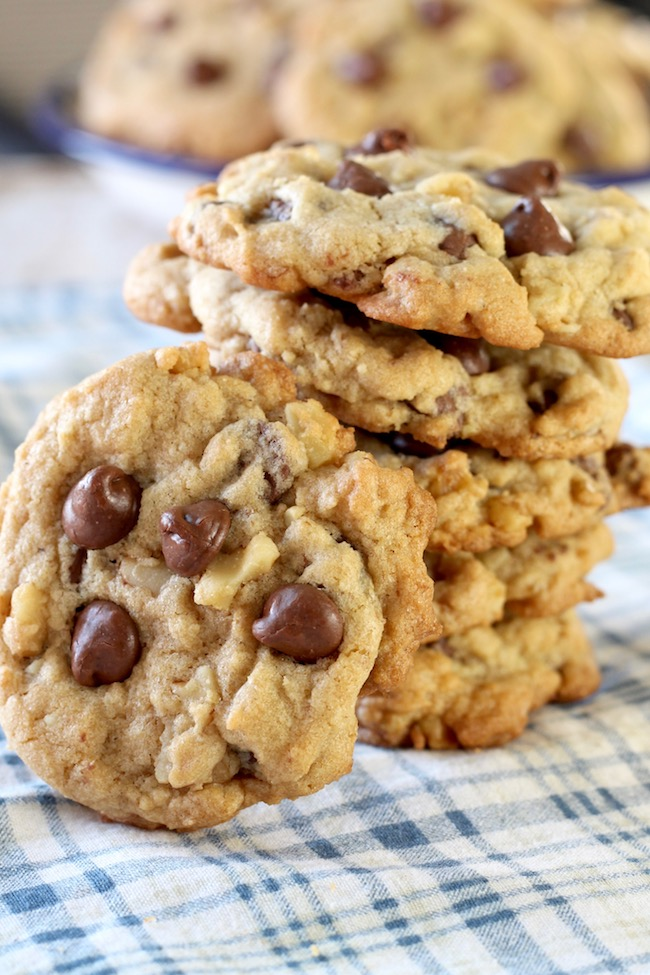 How to Make Easy Chocolate Chip Walnut Cookies