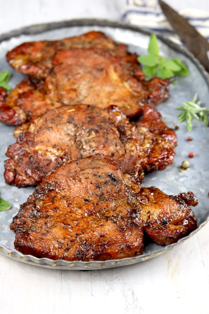 Tray with marinated grilled pork chops
