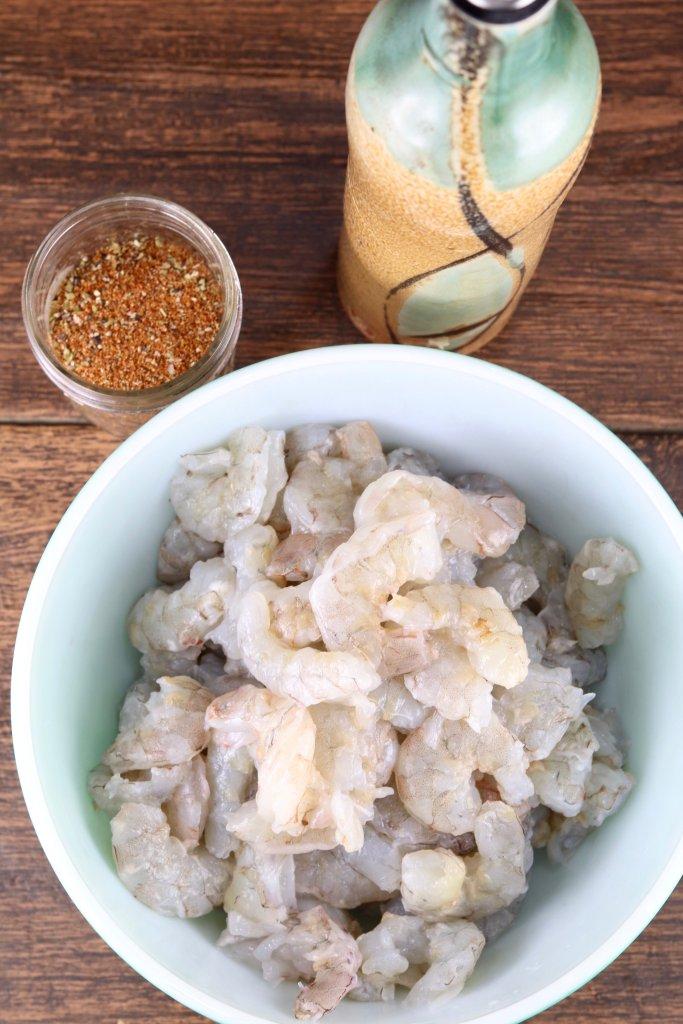 Peeled jumbo shrimp, blackened seasoning, olive oil
