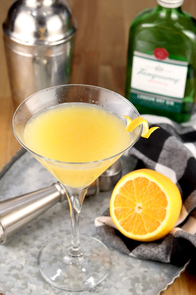 Bees Knees Cocktail with lemon and Gin