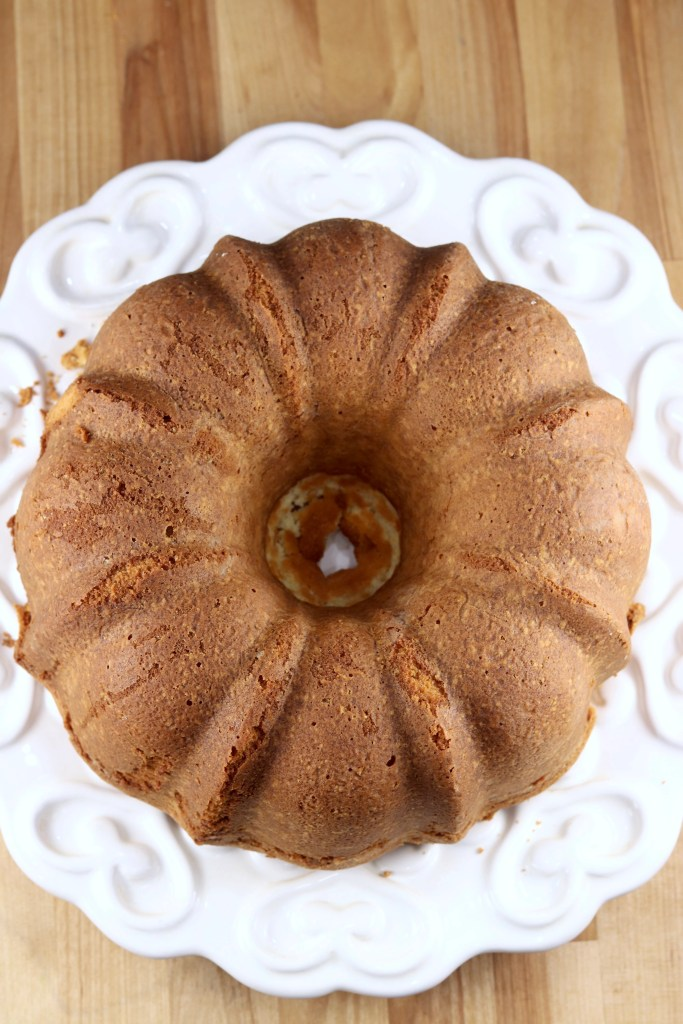 Whole pound cake on a white plate - top view