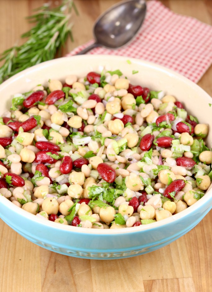 Bean salad with onions and celery