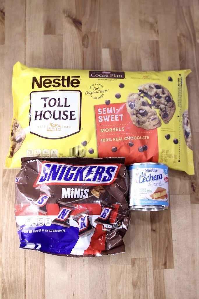 Ingredients Snickers Fudge: Snickers Minis Chocolate Chips, Sweetened Condensed Milk
