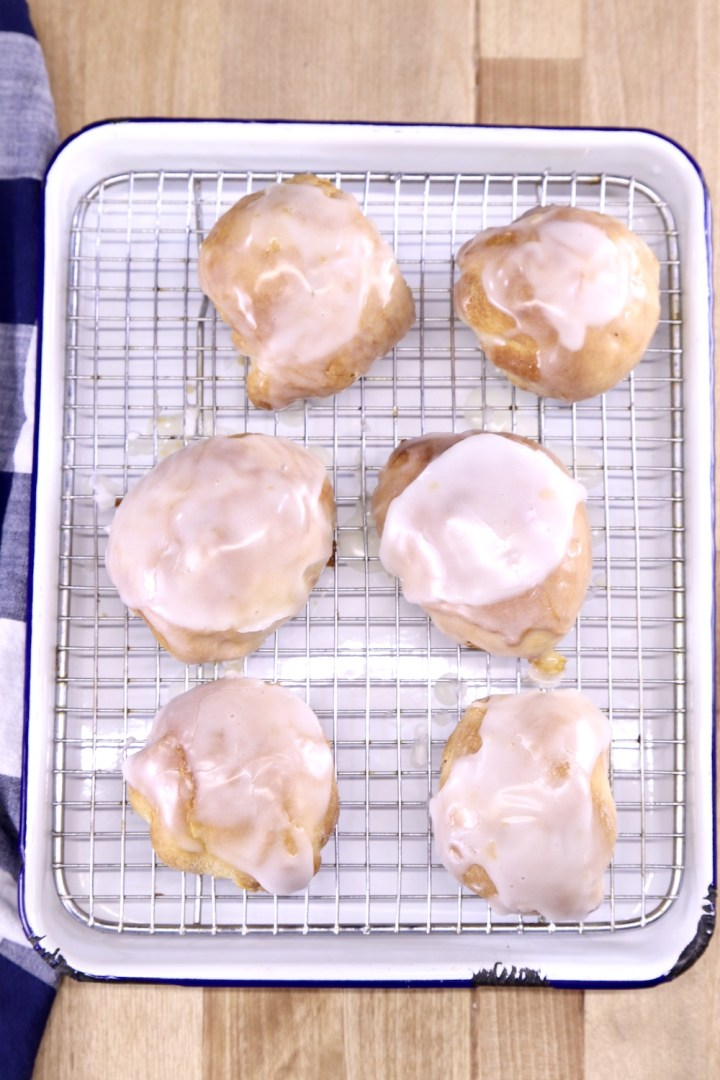 tray with wire rack with glazed peach cobbler bombs