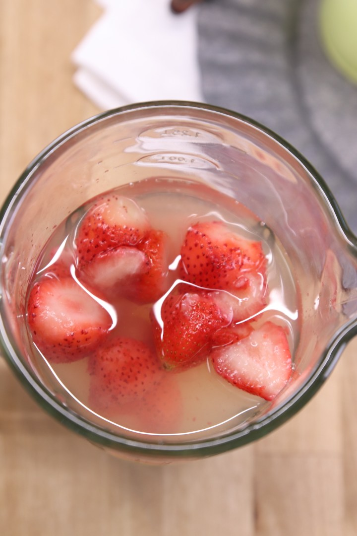 blender with lemonade and frozen strawberries