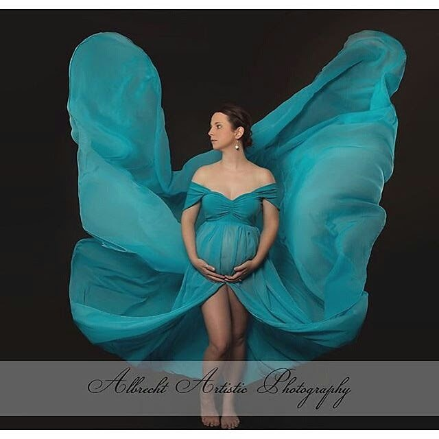 split maternity dress, Chiffon maternity gown, tossing train, sweetheart neckline, drop sleeves, open belly chiffon gown