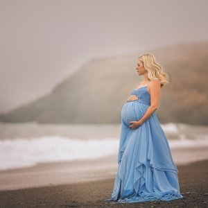 maternity photoshoot, Tiered chiffon maternity gown