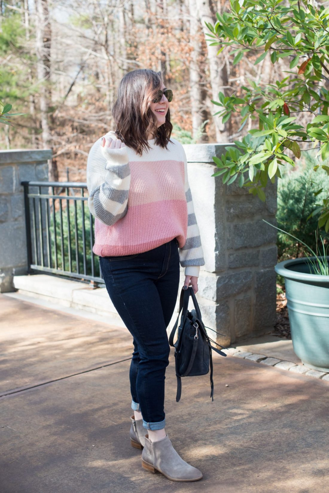 What to Wear for a Casual Valentine's Day // www.missmollymoon