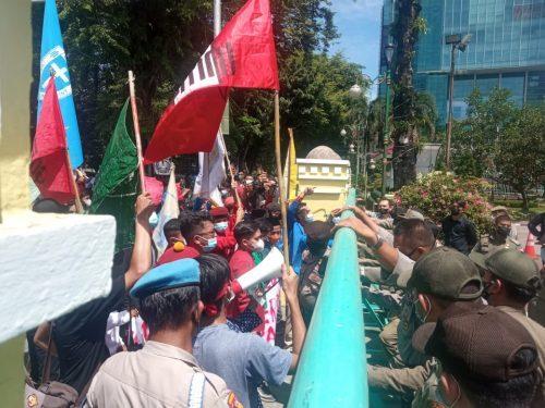 Puluhan Mahasiswa Tolak Perpanjangan PPKM Level 4 di Medan