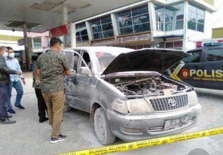 Mobil Kijang Kapsul Terbakar di SPBU Deli Serdang