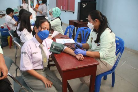 Polresta Deli Serdang Vaksinasi Pelajar di Perguruan Methodist