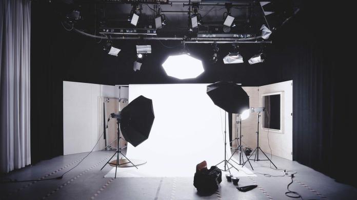 Studio photo avec de la lumière pour filmer