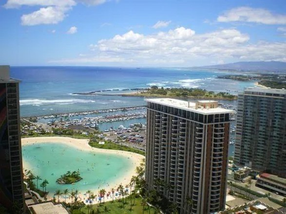Tourism in Hawaii- Hotels by lagoon