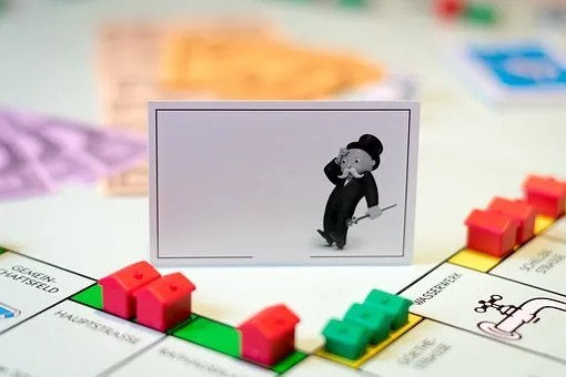 Monopoly boardgame- index fund