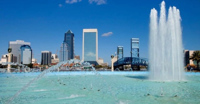 Big city buildings with water fountains
