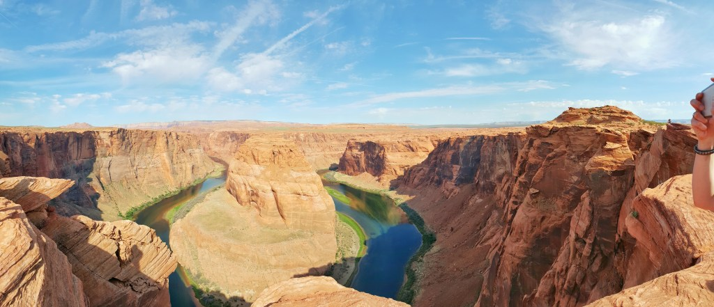 Das Panorama am Horseshoe Bend lässt ansatzweise vermuten, wie ich mich dort oben gefühlt habe. Allein schon das Farbenspiel des Colorado Rivers ist sooo wunderschön.