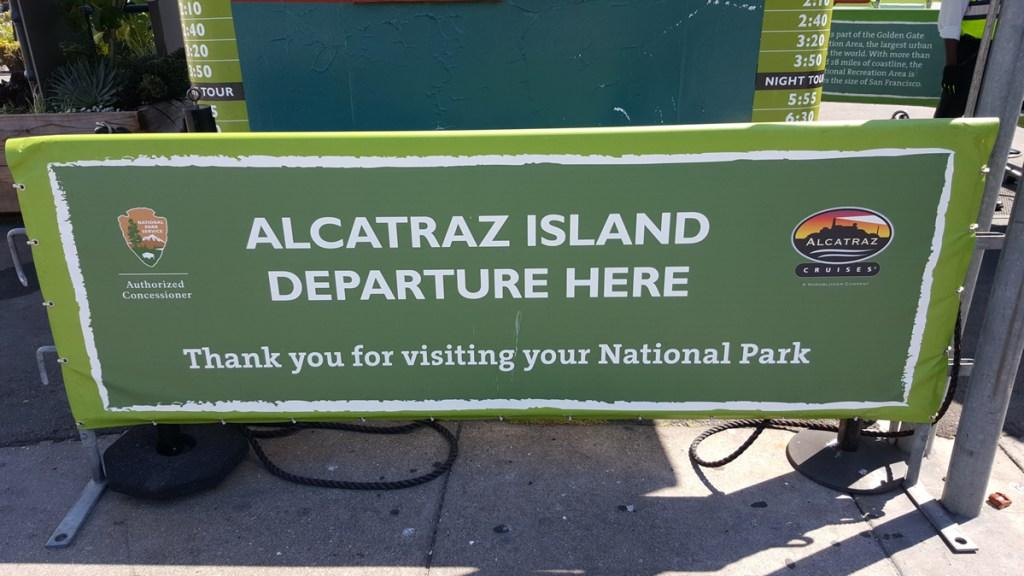 Am zweiten Tag in San Francisco war die Tour nach Alcatraz, der weltberühmten Gefängnisinsel, vorgesehen und fest geplant. Ohne feste Online-Buchung im Voraus, kann man sich einen Besuch der Docks dort eigentlich auch sparen. Diese Touren sind immer sehr frühzeitig ausgebucht.