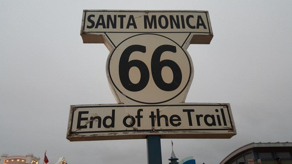 Das hier ist nicht nur das Ende des Santa Monica Piers, sondern auch ein Zeichen, dass dies nun das Ende unseres dreiwöchigen Road Trips ist. Drei Wochen….The Trip Of My Life!!  Danke Sehr. Habe mich sehr wohl gefühlt bei Euch.