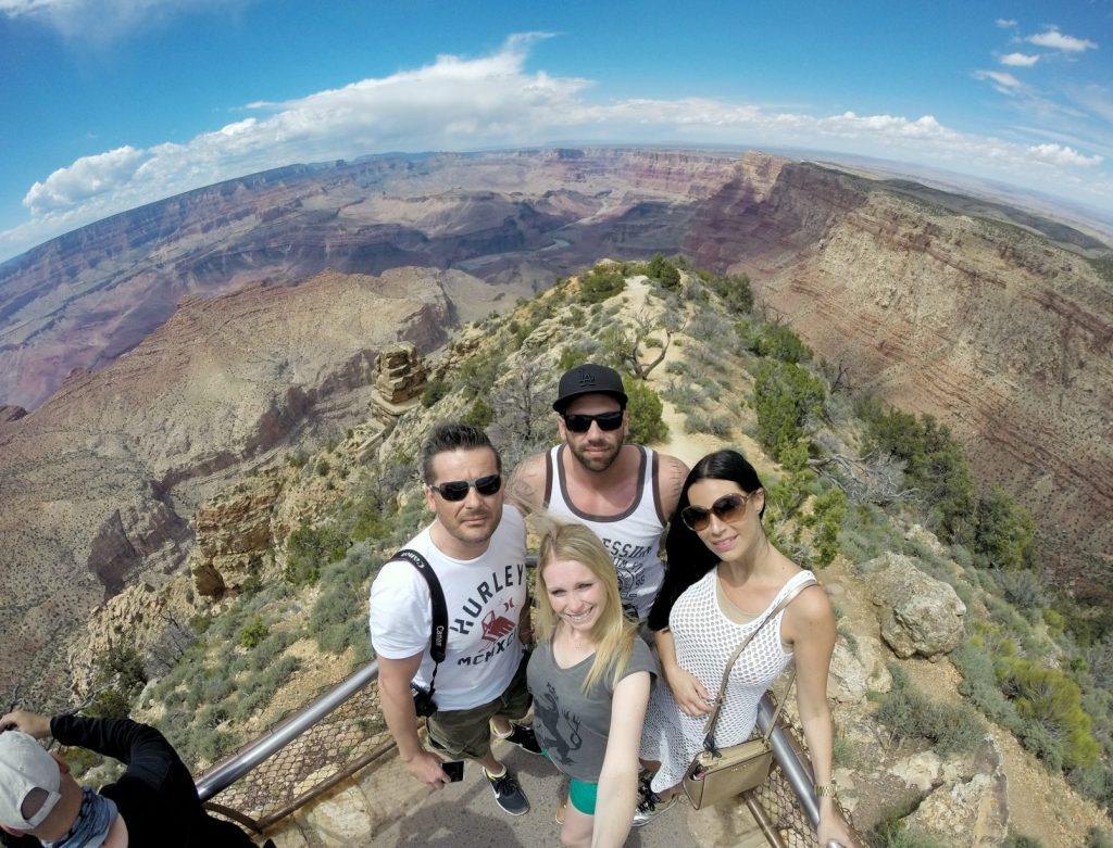 Hier wieder ein Beweisfoto!! Die verrückte USA-Gruppe war am Grand Canyon…. :)
