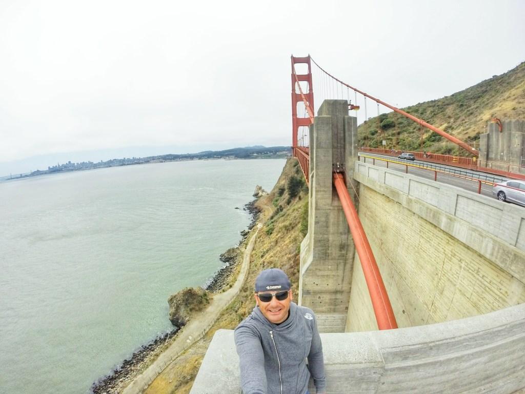 Ein Spaziergang über die Golden Gate Bridge ist etwas ganz besonderes. Sie ist weltbekannt und für jeden, absolut jeden, ein Wahrzeichen für die USA. Man läuft also über etwas historisch Symbolträchtiges. Und dieses Gefühl habe ich gespürt, je weiter ich zur Mitte der Brücke vorgedrungen bin. Ich bin glücklich, dass ich diesen Moment erleben durfte.