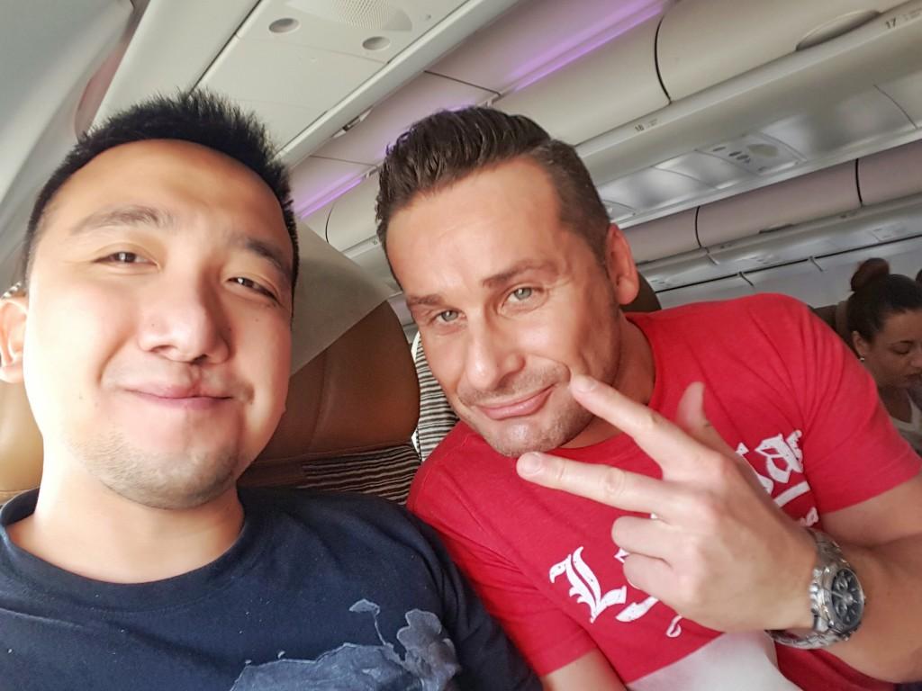 Auf Reisen lernt man am einfachsten und am schnellsten immer neue Menschen kennen. Wie diesen Blogger aus England, der den Norden von Thailand für 10 Tage bereisen wollte. Sehr netter Typ.