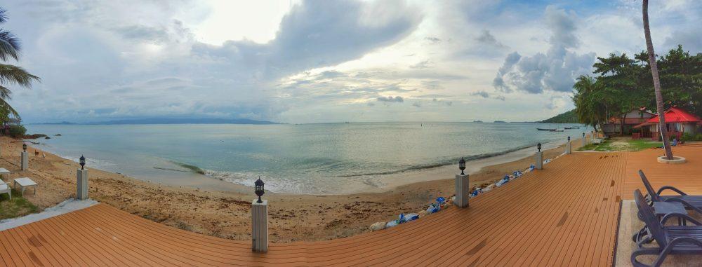 """Im Unterschied zu Koh Tao war diese Unterkunft nun direkt am Meer gelegen. Aber Schwimmen gehen sollte man hier trotzdem nicht. Man wurde wegen entsprechender Quallen davor gewarnt. Also nach dem Motto: """"Nur Gucken, nicht Anfassen!"""""""