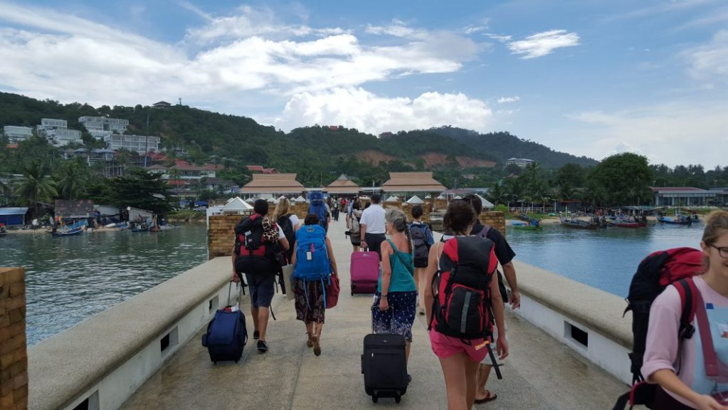 Thailand ist das perfekte Backpacker Land, wie man es hier deutlich sehen kann. Rucksäcke an die Macht.
