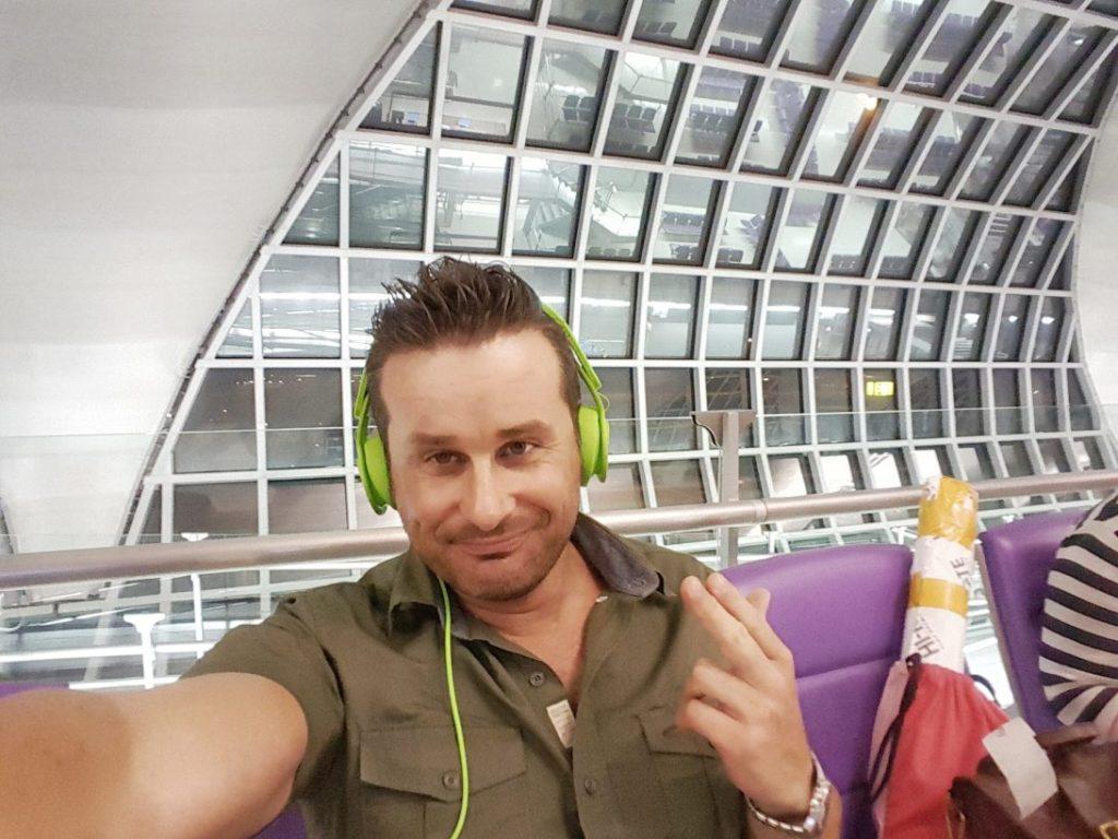 Am Flughafen freue ich mich zwar auch auf meine Lieben zuhause, wäre aber gerne noch länger geblieben. Thailand ist ein tolles Land. Ganz besonders die liebenswerte Art der Thais hat meine Reise zu etwas Besonderem gemacht. Danke Thailand!!