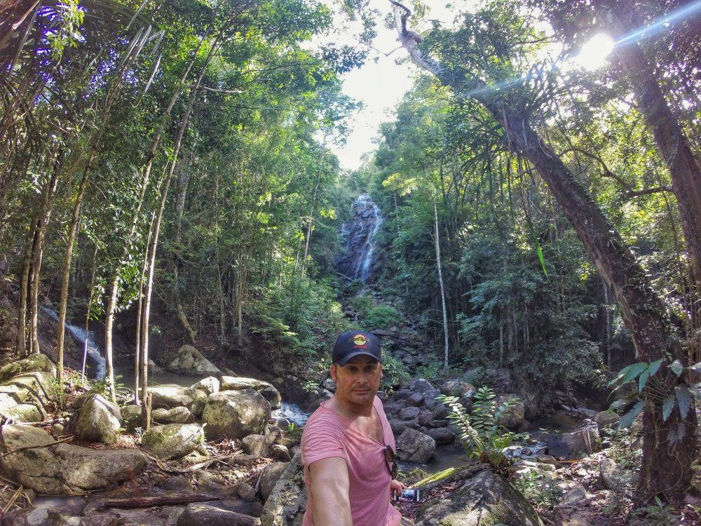 """Im Innern der Insel auf dem Weg in den Norden findet man den Phaeng Wasserfall. Aber neben dieser Attraktion ist die eigentliche Überraschung ein netter, aber leicht beschwerlicher Aufstieg auf die Spitze eines im Dschungel verborgenen Berges zu einem """"View Point""""."""