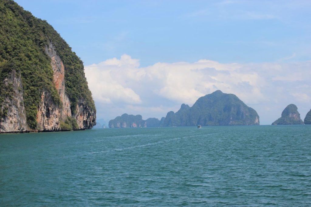Als die ersten Inseln auftauchten, war es wie das Entdecken einer neuen Welt. Unglaublich diese Inselwelt.
