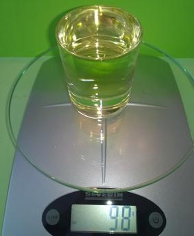 Das Öl wiegt 98 Gramm.