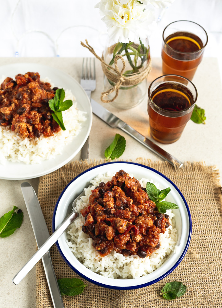 2 bowls with chilli con carne and rice